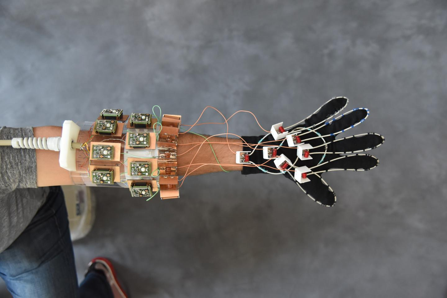 New Mri Glove For Bone And Joint Visualization Clinical Metal Detector Circuit Explanation When The Lc That Is L1 In A First Shaped Proved Capable Of Capturing Images